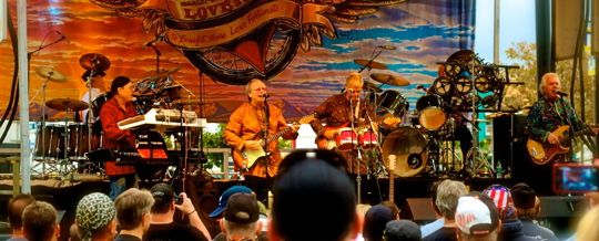 strawberry alarm clock performs for bikers